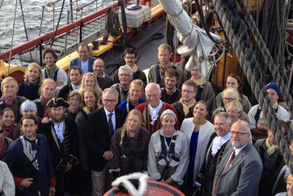 """Schwedens Kronprinzessin Victoria an Bord des Segelschiffes """"Göteborg""""."""