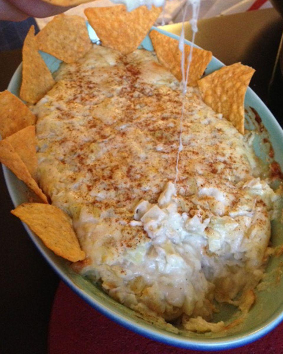 Der Artischockendip von Coolio beinhaltet vor allem Käse und Mayonnaise.