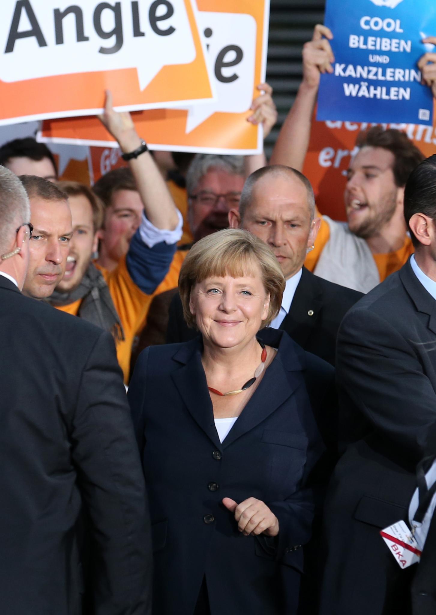"""Angela Merkel und die """"Schlandkette"""""""