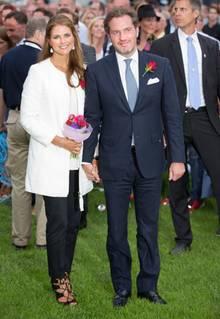 Am 14. Juli, dem Geburtstag von Kronprinzessin Victoria, zeigen sich Prinzessin Madeleine und Ehemann Chris strahlend. Und von nun an werden die royalen Beobachter sicherlich auch den Bauch der Prinzessin bei jedem ihrer Auftritte genau im Blick behalten, schließlich ist sie - so lässt sich vermuten - etwa im dritten Monat schwanger.