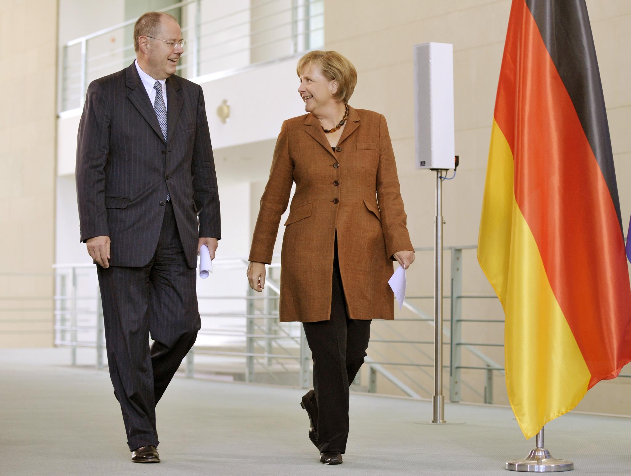 Dreamteam? In der Großen Koalition von 2005 bis 2009 war Steinbrück Bundesfinanzminister neben Angela Merkel. Beim TV-Duell vergangenen Sonntag vernahmen viele ein Werben der Kanzlerin, es erneut miteinander zu versuchen.