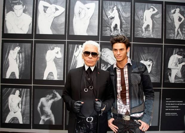 Karl Lagerfeld sieht sich als Ziehvater von Baptiste Giabiconi. Er etablierte ihn in der Modewelt, indem er ihn für Kampagnen buchte und für einen Bildband fotografierte.