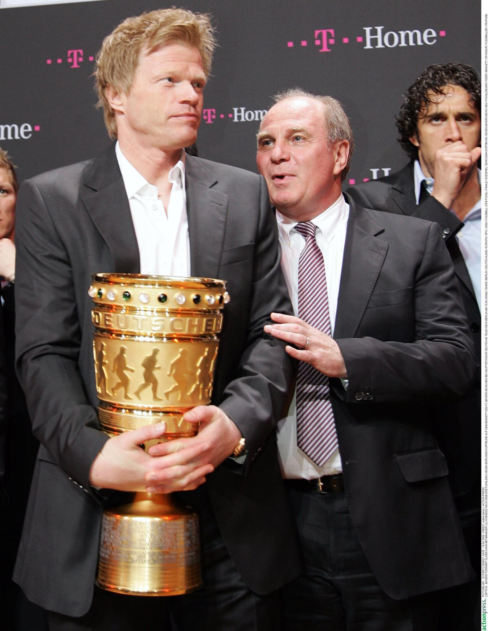 """14 Jahre arbeitete Oliver Kahn als Bayern-Torwart mit Uli Hoeneß zusammen.""""Ich habe ihn nie als einen süchtigen Zocker erlebt"""", so Kahn zu """"Gala"""" über den Bayern-Präsidenten, der wegen Steuerhinterziehung vor Gericht muss. """"Ich wünsche ihm, dass die Sache gut ausgeht."""""""