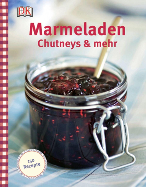 """Die englische Foodjournalistin Thane Prince erinnert mit Rezepten wie Erdbeer-Rhabarber- Konfitüre oder Lavendelgelee an die schöne Tradition des Einkochens. Die besten Techniken und praktisches Zubehör werden vorgestellt und erläutert, ebenso der Saisonkalender für Obst. (""""Marmeladen, Chutneys & mehr"""", Dorling Kindersley Verlag, 224 S., 16,95 Euro)"""