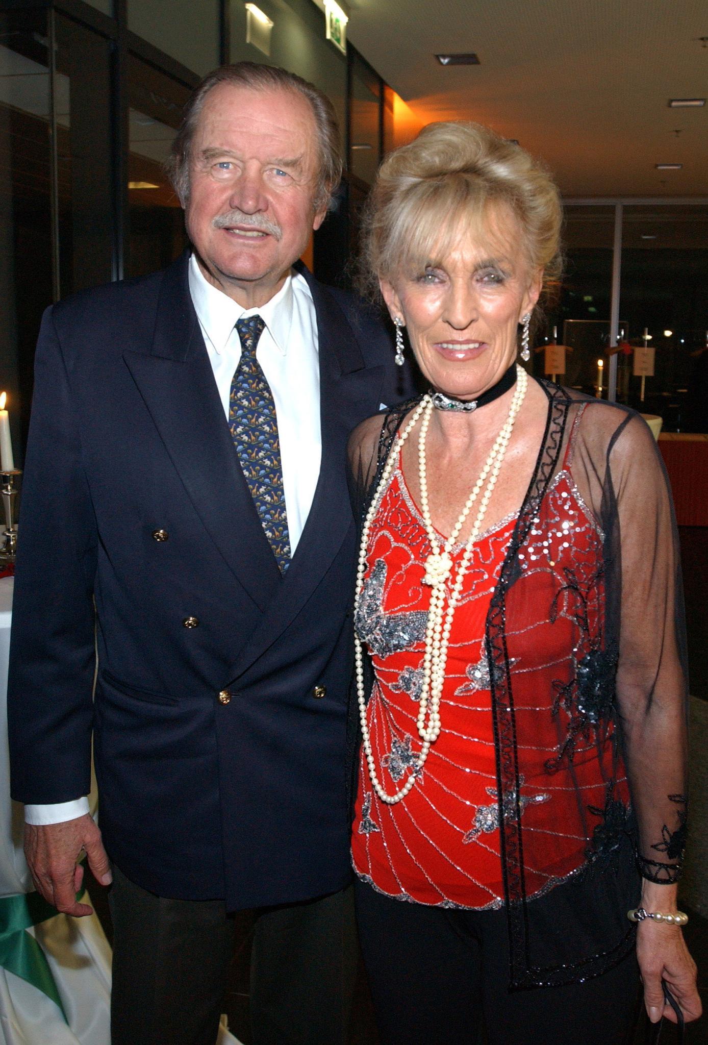 Das Fürstenpaar: Fürst Ferdinand von Bismarck und seine Frau Elisabeth. Das Paar ist seit 1960 verheiratet, tritt aber nur noch selten gemeinsam auf. Der Fürst will den Erbstreit vor seinem Ableben geschlichtet wissen.