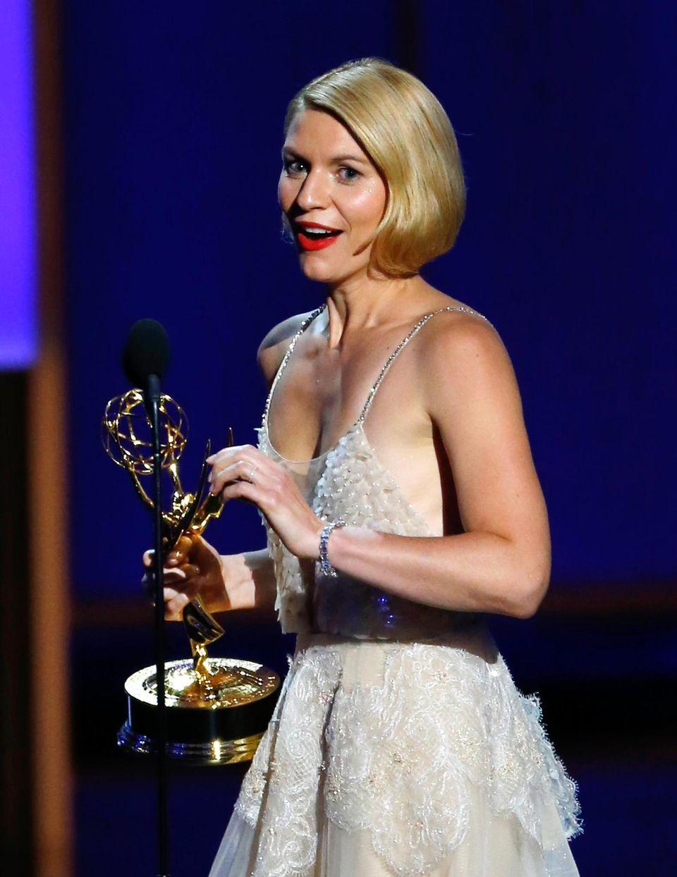 """Triumphaler Auftritt: Zum zweiten Mal in Folge gewann Claire Danes für """"Homeland"""" den Emmy als beste Schauspielerin - er gilt als wichtigster Fernsehpreis der Welt."""
