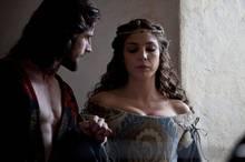 Ein Leben voller Sex und Gewalt: Papstsohn Cesare (Mark Ryder) will sein Priesteramt aufgeben, um weltliche Macht zu erringen. Außerdem kämpft er um die Liebe von Carlotta von Aragon (Paloma Bloyd).