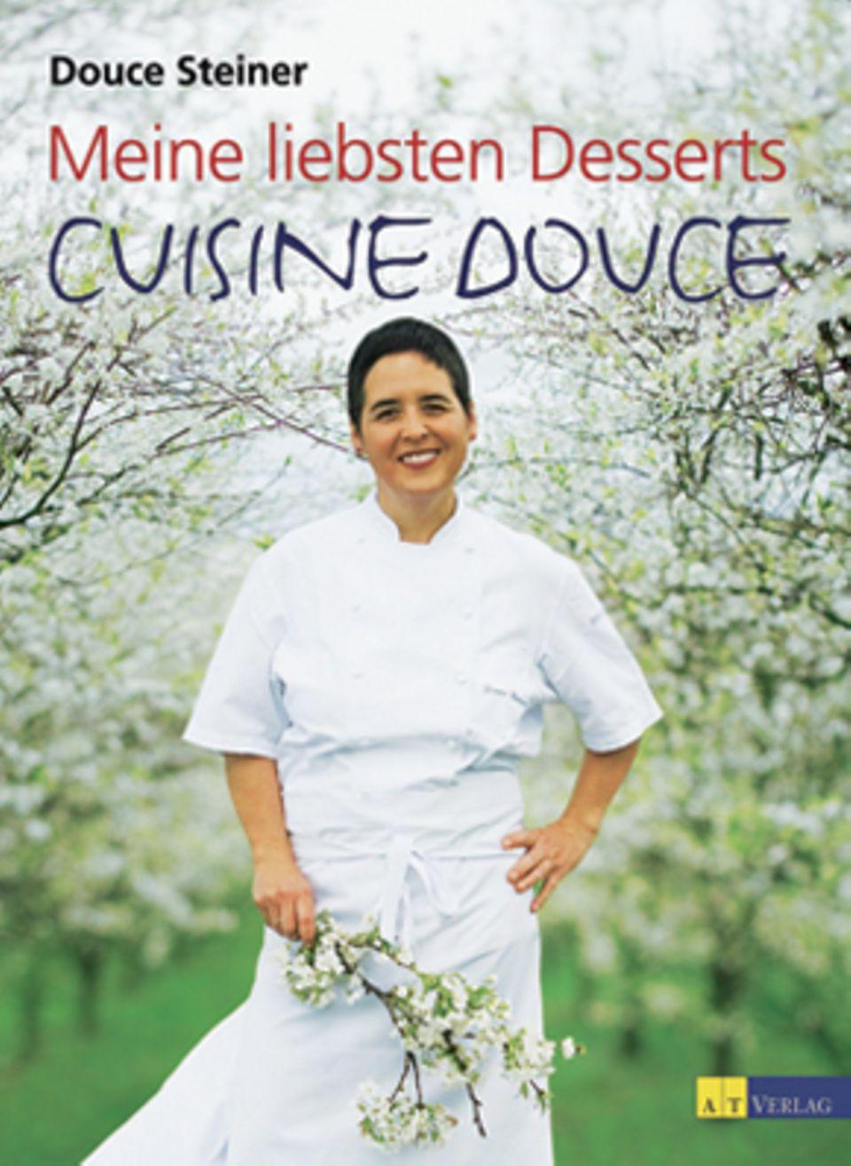 """Getreu dem Motto """"Weniger ist mehr"""" zaubert die jüngst mit dem zweiten Michelin-Stern ausgezeichnete Köchin Douce Steiner aus einfachen Produkten himmlisch-süße Überraschungen. (""""Meine liebsten Desserts – Cuisine Douce"""", AT Verlag, 176 S., 39,90 Euro)"""