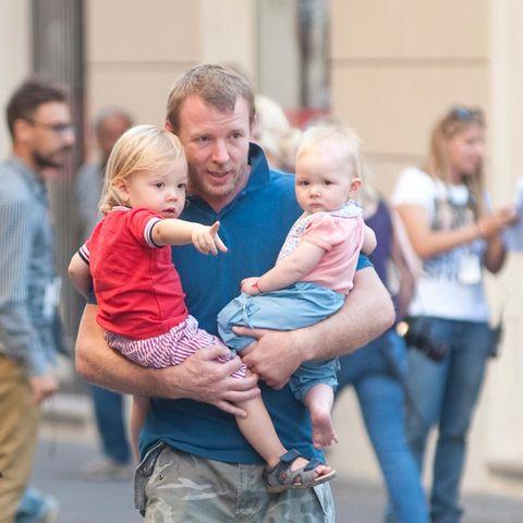 Guy Ritchie zeigt seinen Kindern Rom