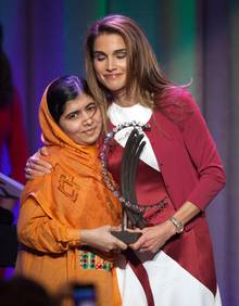 "25. September 2013: Königin Rania von Jordanien verleiht der pakistanischen Kinderrechtsaktivistin Malala Yousafzai den ""Leadership in Civil Society""-Preis in New York."