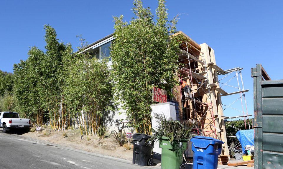 Die Renovierungsarbeiten am Haus dauern wohl noch ein bisschen.