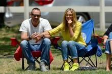Jeden Samstag auf Klappstühlen am Spielfeldrand sitzen? Für viele Model-Mums undenkbar, gehört das zu Heidis Familienalltag.