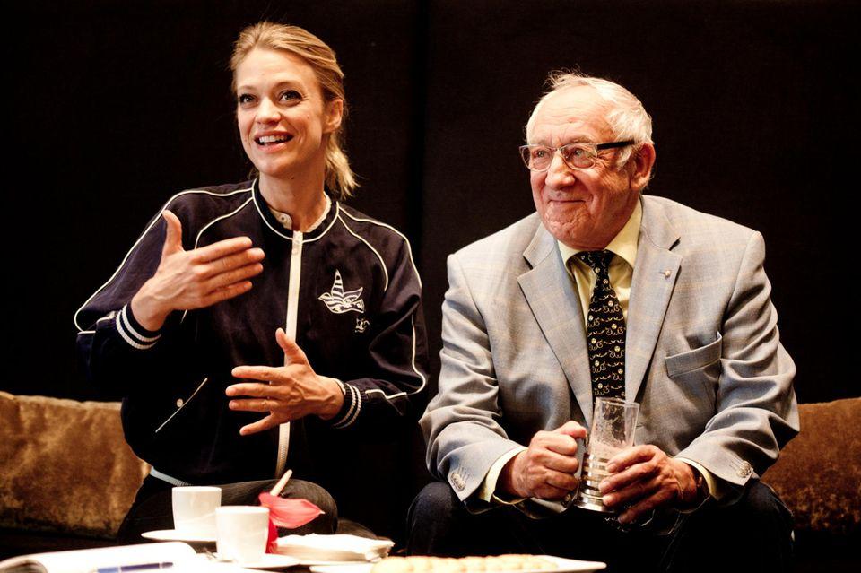 Heike Makatsch und Dieter Hallervorden beim Treffen mit GALA: Sie ist für viele immerjung, er nach monatelangem Training sicher fitter als andere Herren in seinem Alter.