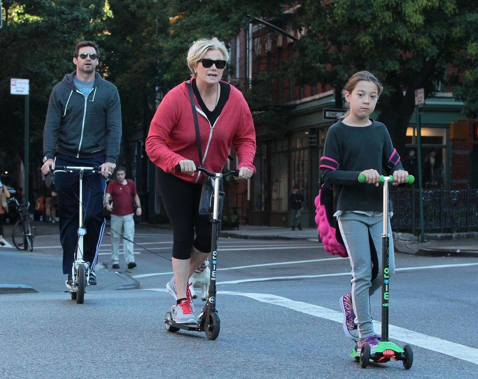 30. September 2013: Familie Jackman flitzt mit Rollern durch die Straßen von Manhattan.