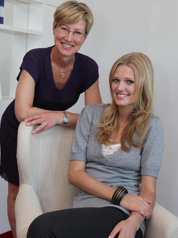 Mutter Anja Garrn, 51, ist die Managerin von Toni. Mit ihrer neuen Agentur AJG Model Support kümmert sie sich jetzt direkt um den deutschen Markt.