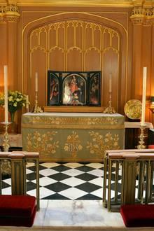 "Blick auf den Altarraum der ""Chapel Royal"" im "" St. James's Palace""."