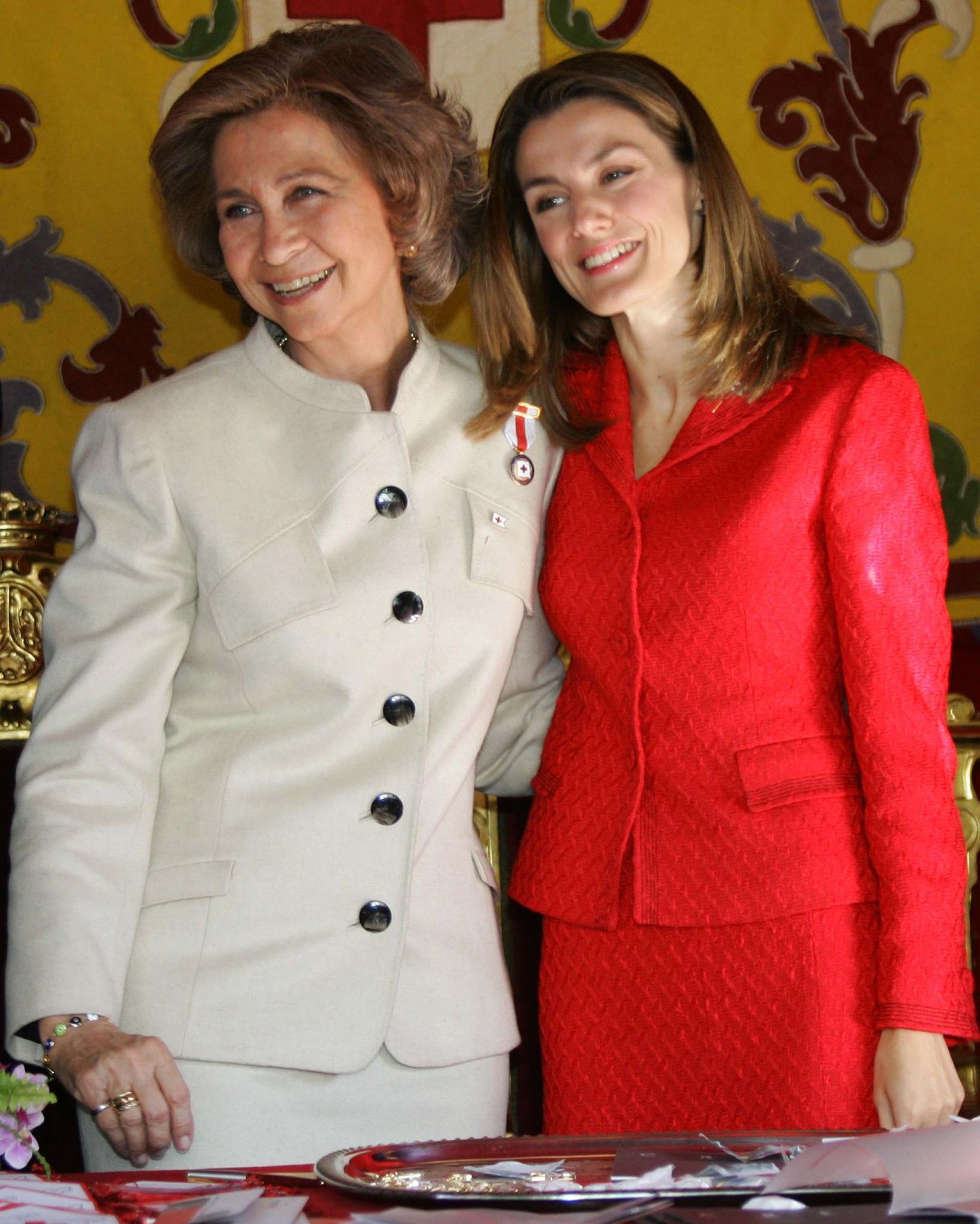 Mit ihrer Schwiegertochter Letizia verbindet Königin Sofía heute ein herzliches Verhältnis. Zu Beginn achtete sie vor allem darauf, dass die bürgerlich Geborene alle Feinheiten des strengen spanischen Hofzeremoniells erlernte.