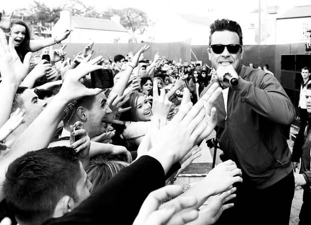 Robbie Williams, 39, hat immer noch den Popstar-Status. Die Chartstürmer-Songs von einst fehlten zuletzt jedoch. Mit seinem zweiten Swing-Album will er jetzt auftrumpfen.