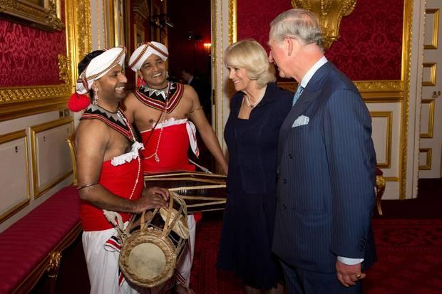 Immer auf Achse: Im Vorfeld ihrer Asienreise gaben Charles und Camilla Ende Oktober einen Empfang in London. Man spürt: Die beiden sind ein Team, stets gut gelaunt und interessiert.