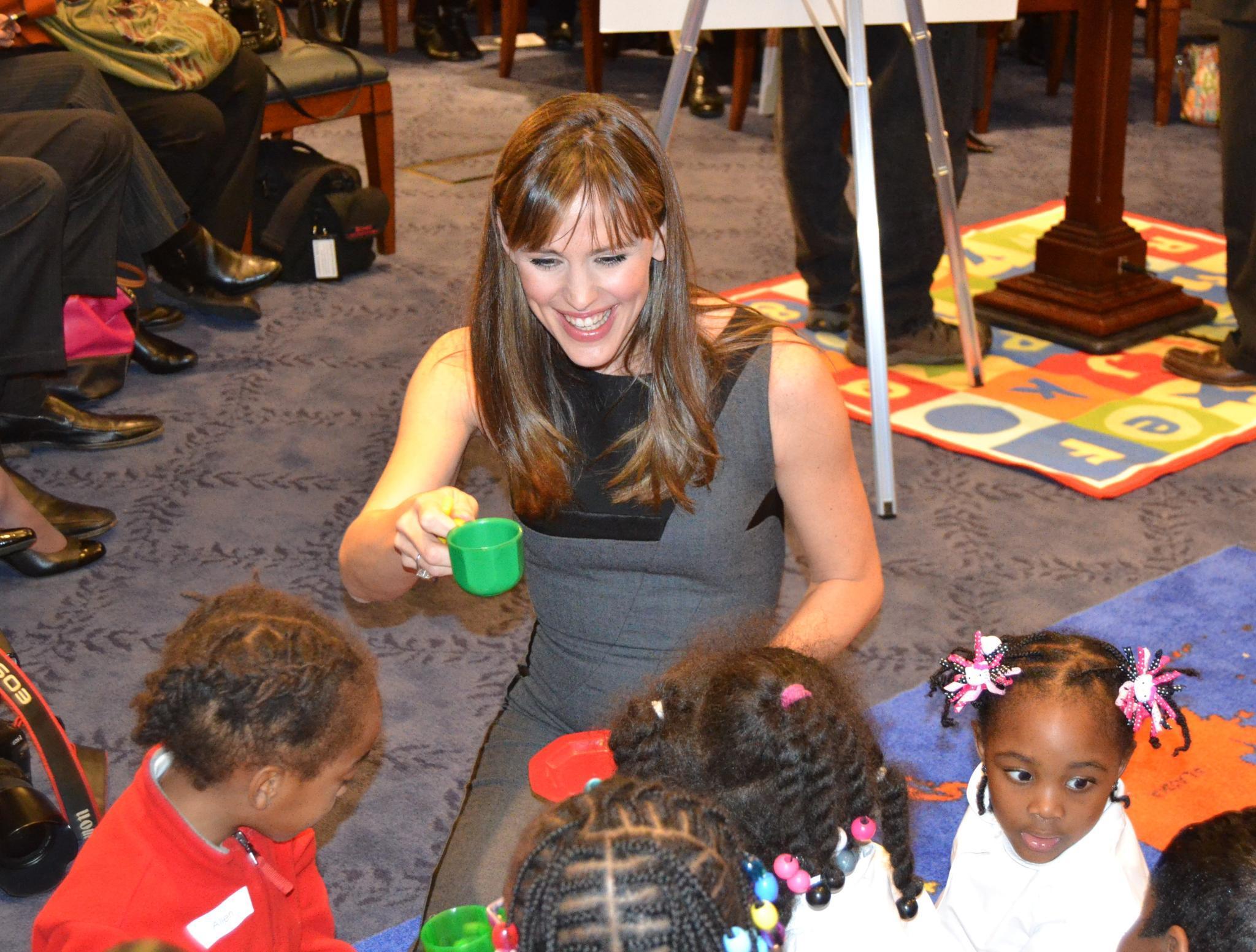 """Für ihrer Organisation """"Save the Children"""" reist die Schauspielerin durch ganz Amerika, um sich ein Bild davon zu machen, wie Kinder dort aufwachsen."""