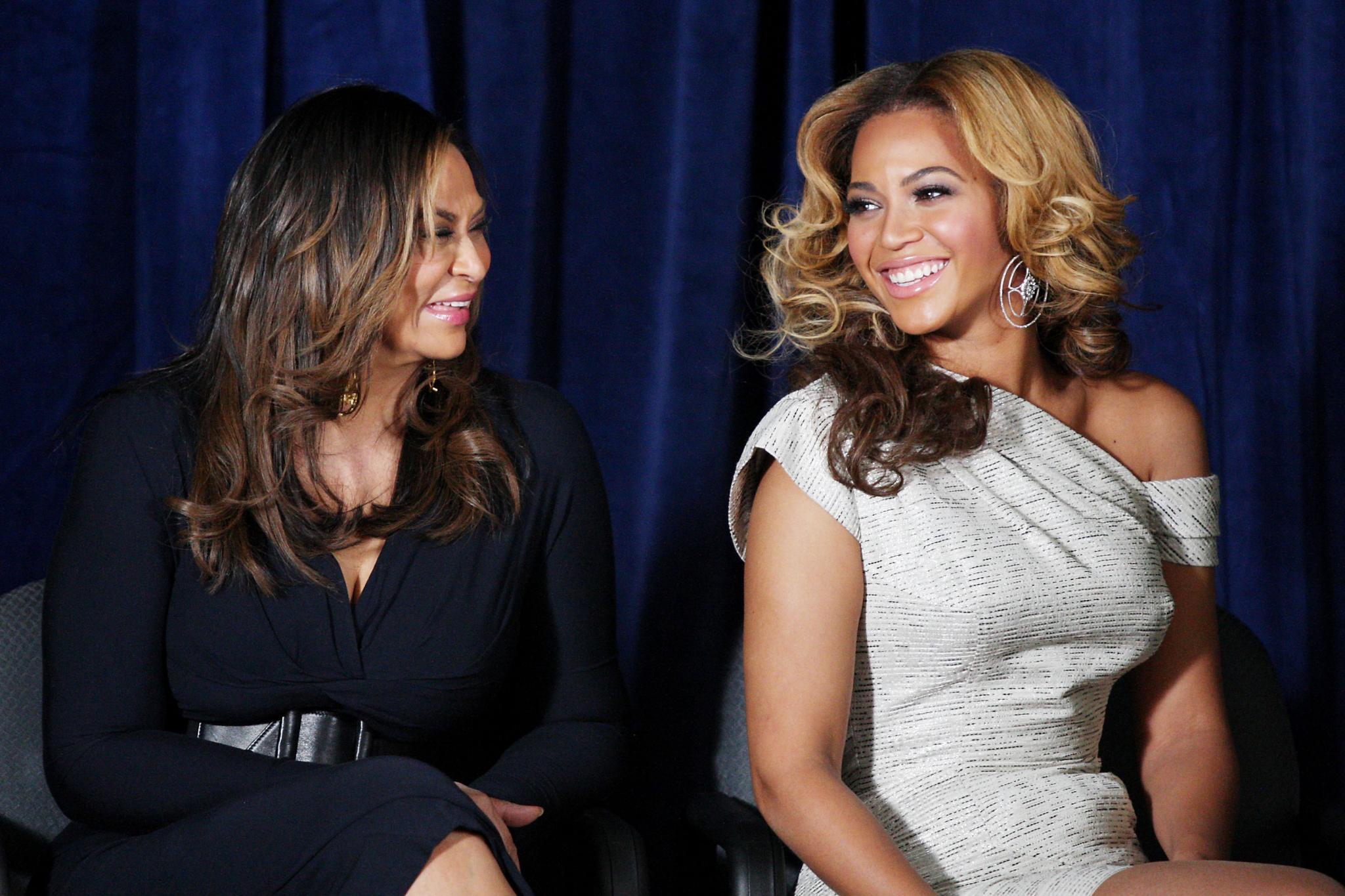 Tina Knowles nähte schon die knappen Kostüme für Beyoncés Band Destiny's Child. Mittlerweile ist sie die Fashion-Beraterin ihrer Tochter.