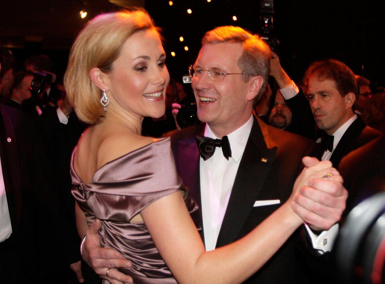 """Christian und Bettina Wulff waren Deutschlands """"junges, modernes First Couple"""", von Juni 2010 bis Februar 2012."""