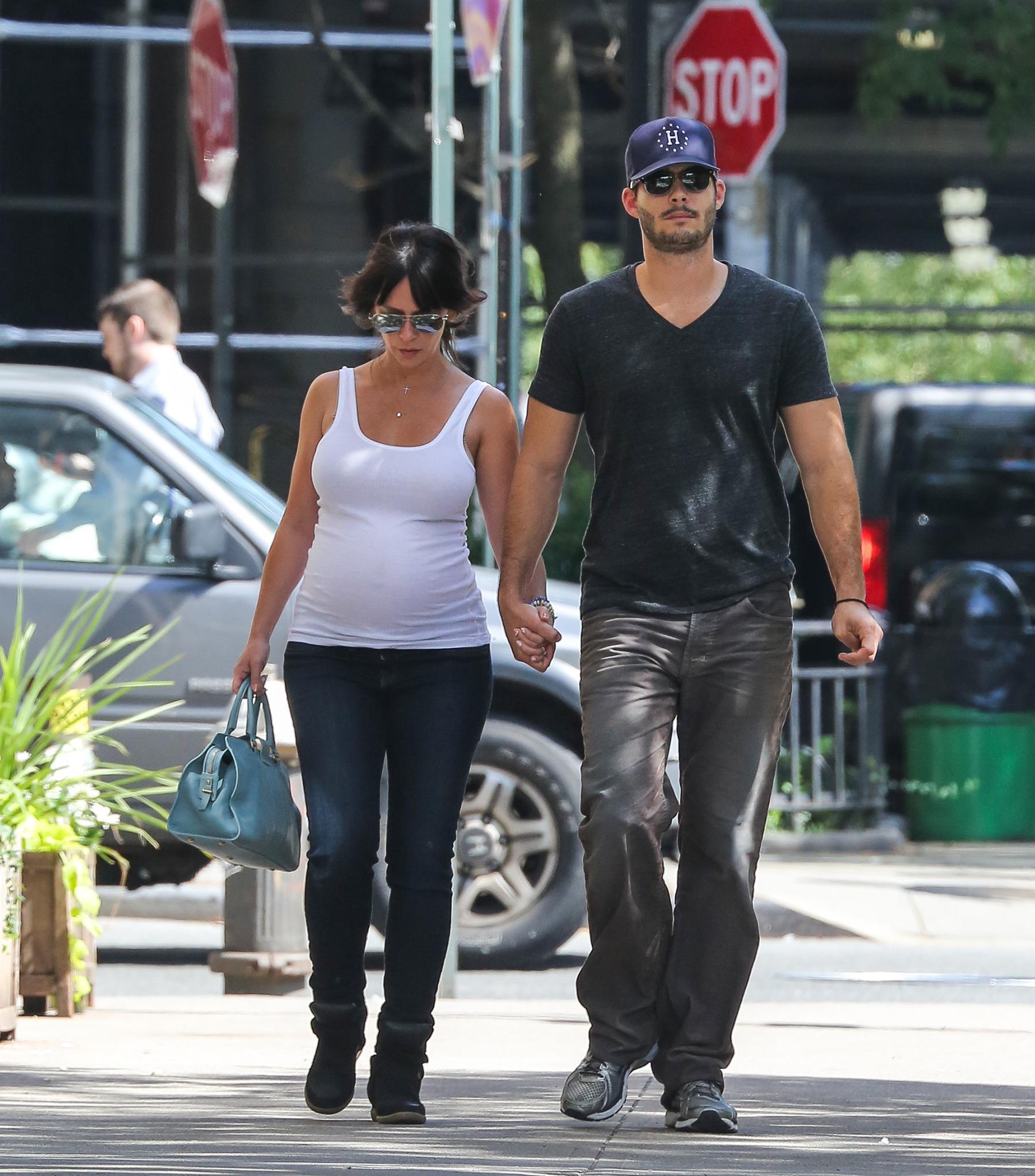 Im August sind Jennifer Love Hewitt und Brian Hallisay in New York unterwegs.