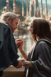 "Chris Hemsworth und Natalie Portman in ""Thor - The Dark Kingdom"""