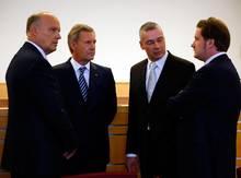 Herrenrunde: Das Verfahren, für das umfangreiche Akten angelegt wurden, hat diese Männer zusammengeschweißt - aus Angeklagten und Verteidigern sind Freunde geworden. V. l.: Michael Nagel, Christian Wulff, Bernd Müssig und David Groenewold.