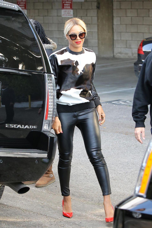 Beyoncé Knowles trägt auf dem Weg zu einem veganen Lunch ein Komplettoutfit aus Leder.