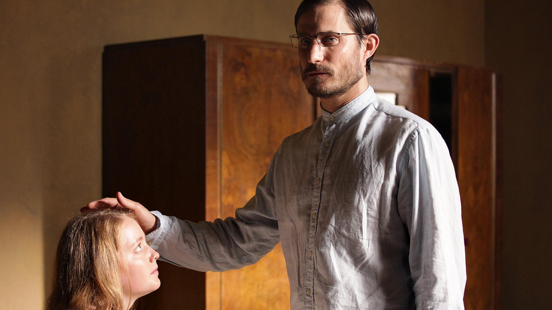 """""""Das Jerusalem-Syndrom"""": Marie (Leonie Benesch) steht kurz davor, den Messias auf die Welt zu bringen, ist sich Sektenführer Peter (Clemens Schick) sicher."""