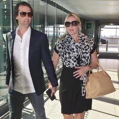 5. September 2013: Noch darf Kate Winslet trotz Schwangerschaft ein Flugzeug besteigen. Hier ist sie mit Ehemann Ned Rocknroll auf dem Weg zum Flieger nach Toronto.