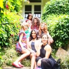 """Zu diesem Bild schreibt Taylor Swift: """"My 24th birthday was a Melbourne garden party. Thank you for all the birthday wishes!!"""""""