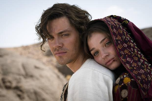 """Filmfamilie: Produzent Nico Hofmann ist beim Dreh immer mit dabei. Die Arbeit für den """"Medicus"""" führte den Berliner unter anderem nach Marokko und auf eine Burg in Thüringen. Für den Cast konnte er die Jungstars Tom Payne und Emma Rigby gewinnen."""