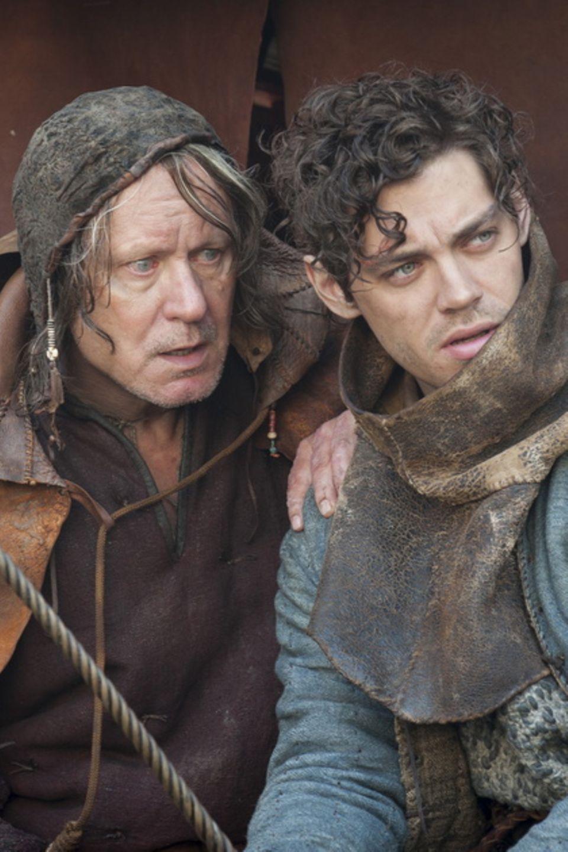"""Stellan Skarsgard und Tom Payne in der Verfilmung von """"Der Medicus"""""""