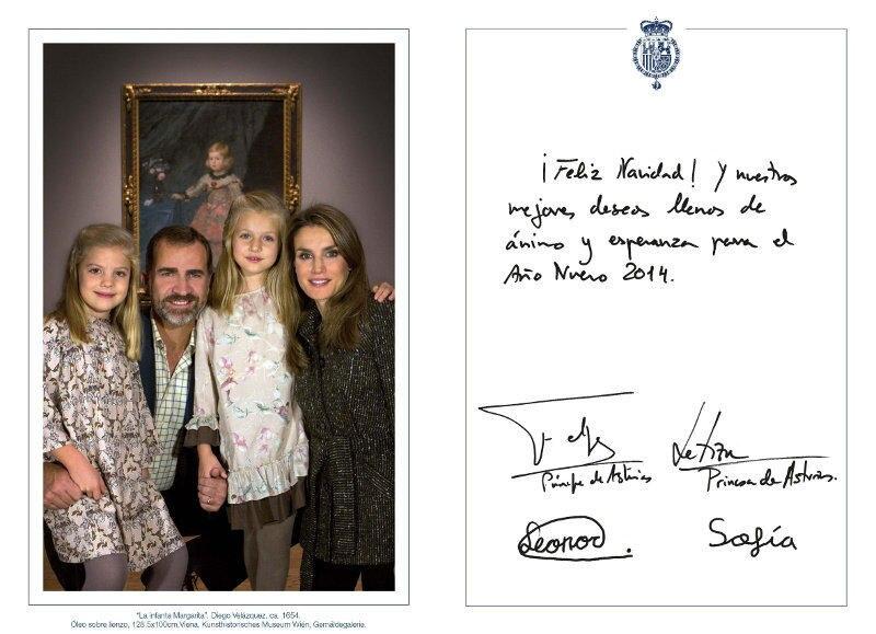 """Prinzessin Sofia, Prinz Felipe, Prinzessin Leonor und Prinzessin Letizia haben für ihre Weihnachtskarte ein Bild gewählt, das im """"Museo del Prado"""" entstanden ist."""