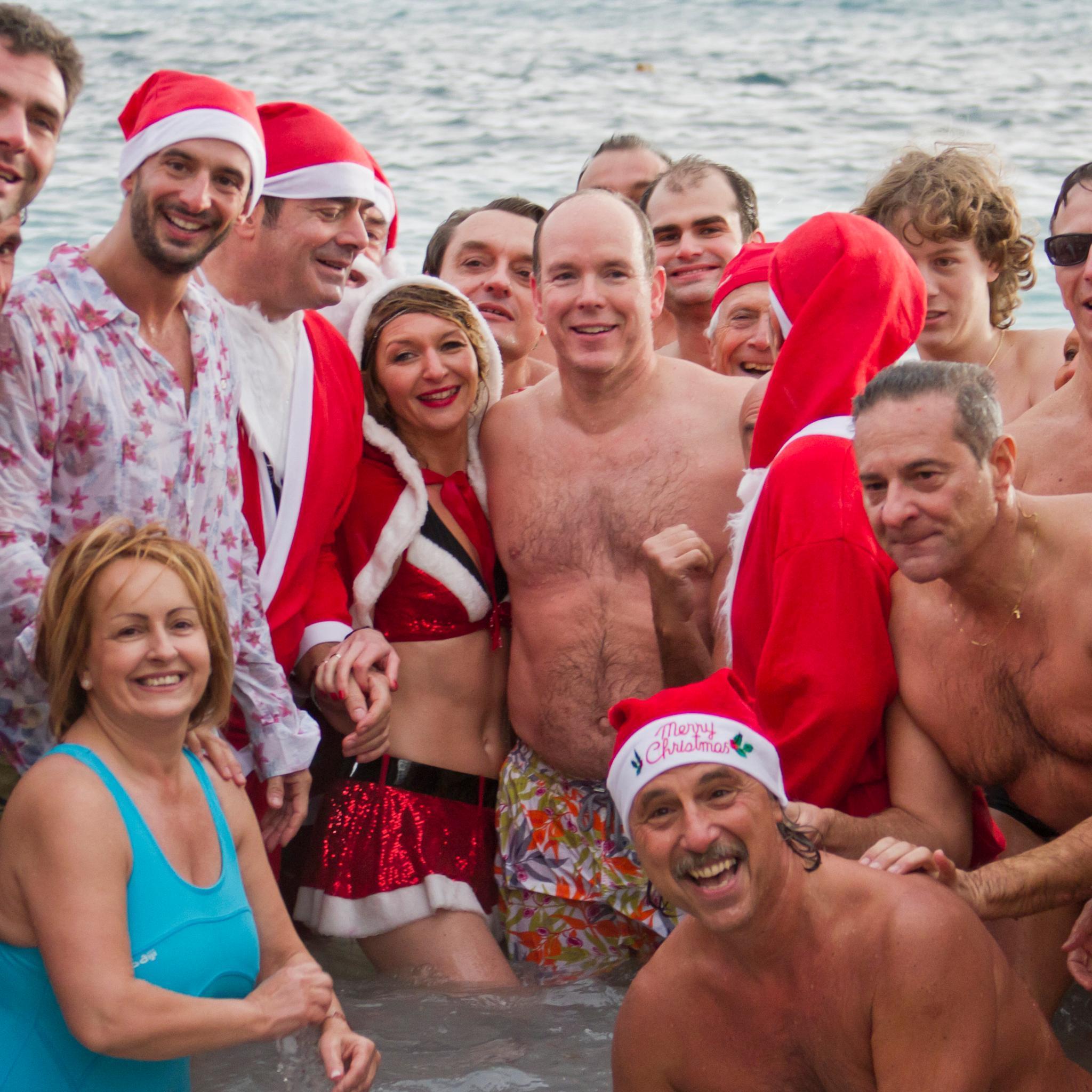 Für ein Charity-Schwimmen sprang Fürst Albert in der Vergangenheit auch mal ins Wasser, pünktlich zu Weihnachten.