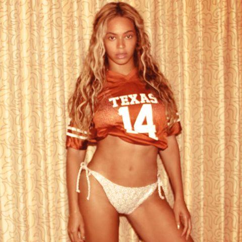 Dezember 2013  Beyoncé zeigt sich auf ihrem Tumblr-Blog sehr freizügig.
