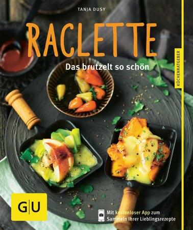 """Auf die Pfännchen, fertig, los! Das handliche Kochbuch von Food-Autorin Tanja Dusy garantiert heißes Gebrutzel an kalten Tagen – mit Rezepten wie Salbei-Kartoffeln und Taleggio oder gratinierte Mini-Rösti. (""""Raclette"""", GU Verlag, 64 S., 7,99 Euro)"""