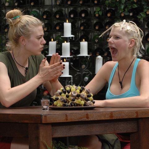 """Larissa Marolt, Melanie Müller  Ich bin ein Star - Holt mich hier raus!"""" im Special bei RTL.de: http://www.rtl.de/cms/sendungen/ich-bin-ein-star.html"""