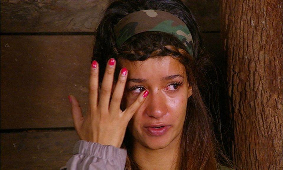 """Dschungelcamp: Erst wird gelästert, dann geweint. Im Dschungeltelefon spricht Gabby über ihr Problem mit Mola. Alle Infos zu """"Ich bin ein Star - Holt mich hier raus!"""" im Special bei RTL.de"""
