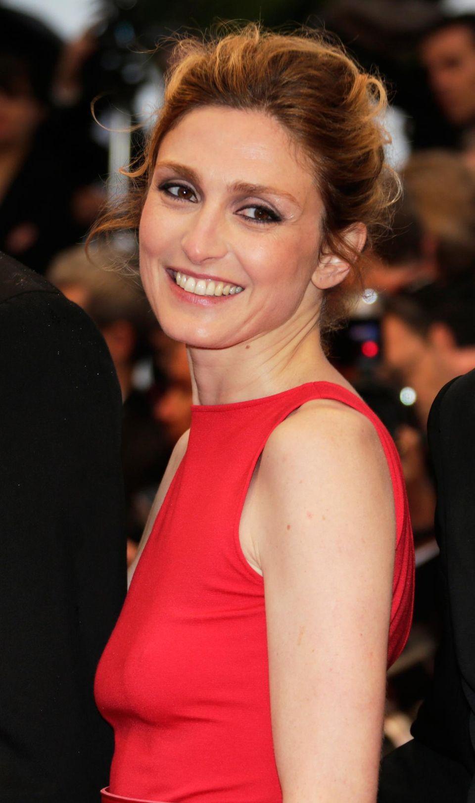 Oh, là, là, was habe ich mir da bloß eingebrockt? In den Élysée-Palast einziehen will Hollandes Geliebte Julie Gayet, 41, jedenfalls nicht unbedingt.