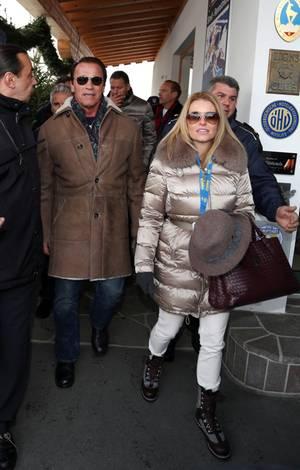 Wenn Arnold Schwarzenegger zum Rennen kommt, ist das ein Bohei wie bei einem Staatsbesuch. Seine neue Freundin Heather Milligan störte das nicht, sie freute sich, endlich mal ein Dirndl tragen zu können.