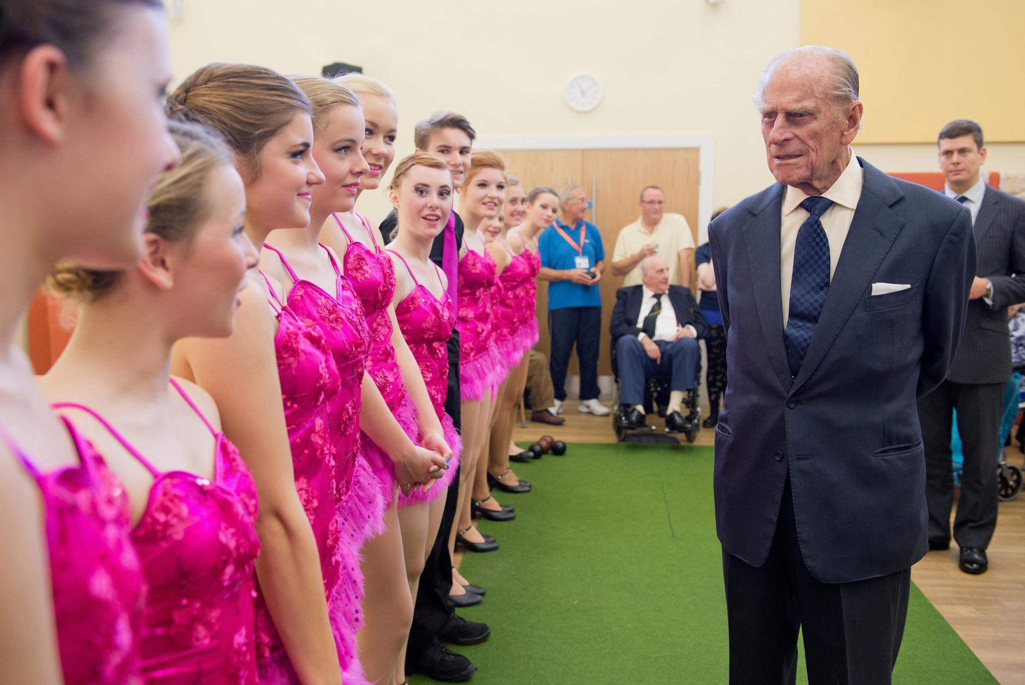 Prinz Philip ist Schirmherr von rund 800 Organisationen, zu denen viele aus dem Bereich Wissenschaft, Technologie, Sport, Umwelt- und Naturschutz zählen. Aber auch das Wohl von Jugendlichen beschäftigt ihn seit vielen Jahrzehnen.