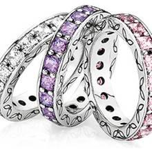 Drei sind keiner zu viel: Schmale Ringe mit Zirkonia- Schmucksteinen in femininen Pastelltönen