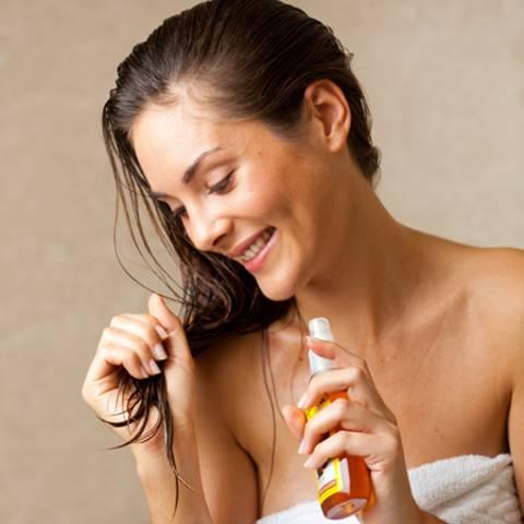 Schön nahrhaft: Besänftigen Sie trockene Haare