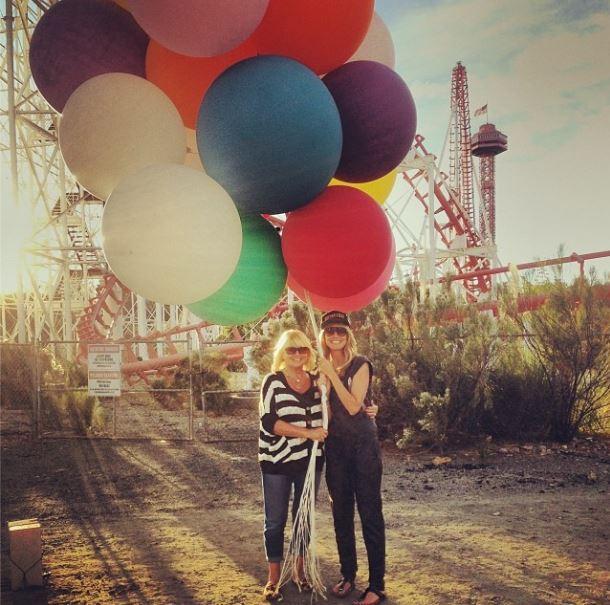 November 2013  Heidi Klum zeigt sich auf Twitter mit ihrer Mutter Erna.