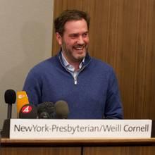 Chris O'Neill bei der Pressekonferenz.