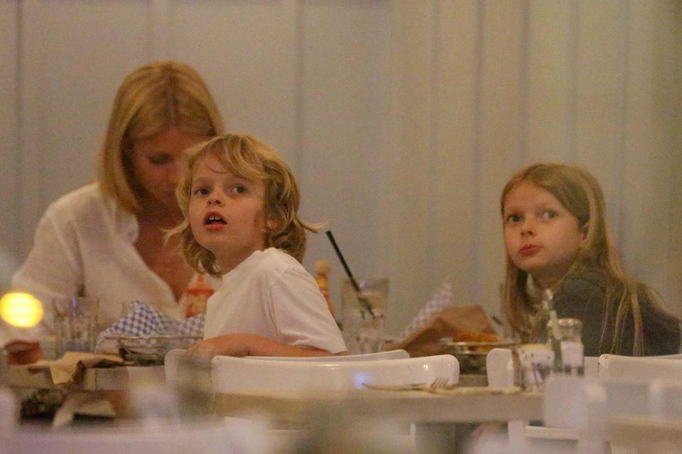 Gwyneth Paltrow mit Moses, sieben, und Apple, neun.