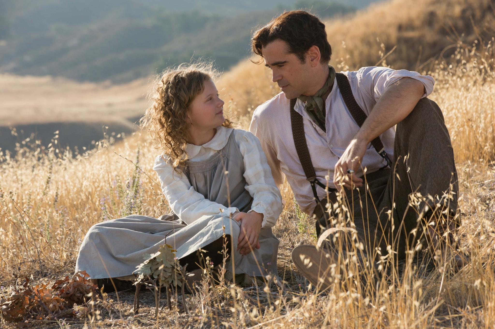 """Der Familienvater """"Travers Goff"""" (Colin Farrell) kümmert sich liebevoll um seine Tochter """"Ginty"""" (Annie Rose Buckley)."""